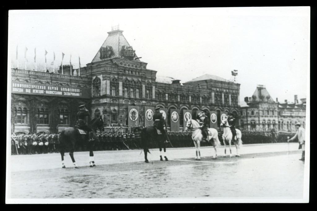 parade1945