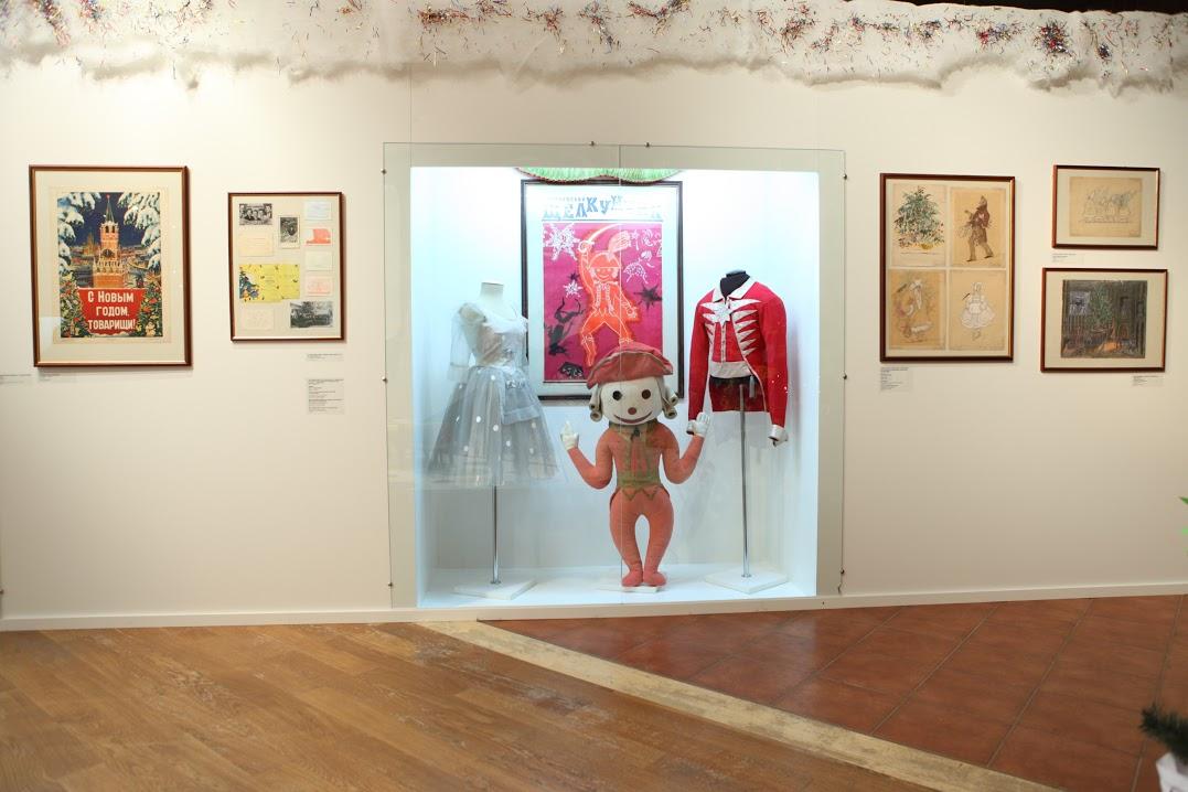 """Выставка """"С Новым годом, дорогие товарищи!"""", 21 декабря 2011 г. - 27 февраля 2012 г."""