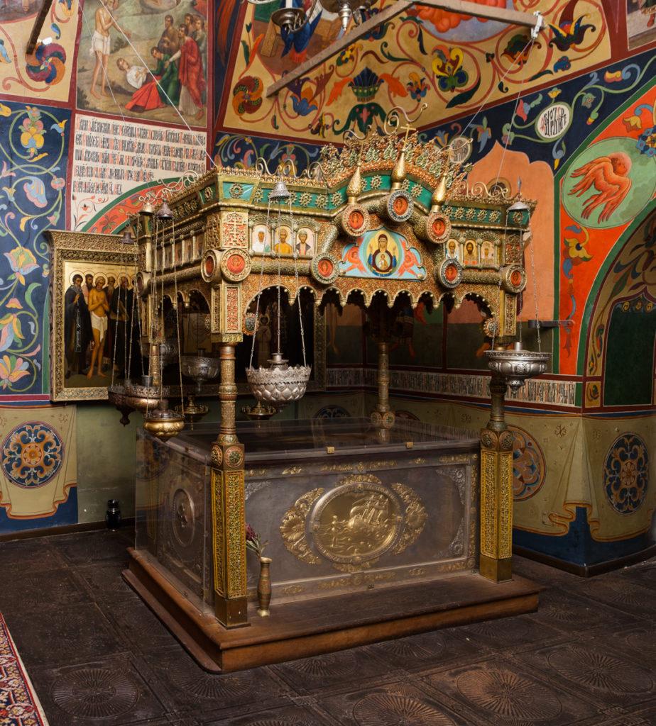 Рака  святого Василия Блаженного и сень над нею. Конец XIX в.