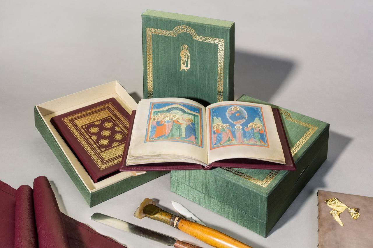 Книга с миниатюрами итальянского художника Пачино ди Буонагвида