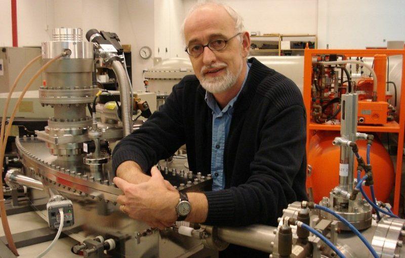 Профессор Лайденского университета, руководитель Радиоуглеродной лаборатории Университета Гронингена, Нидерланды Йоханн ван дер Плихт