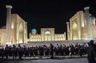 Площадь Регистан ночью