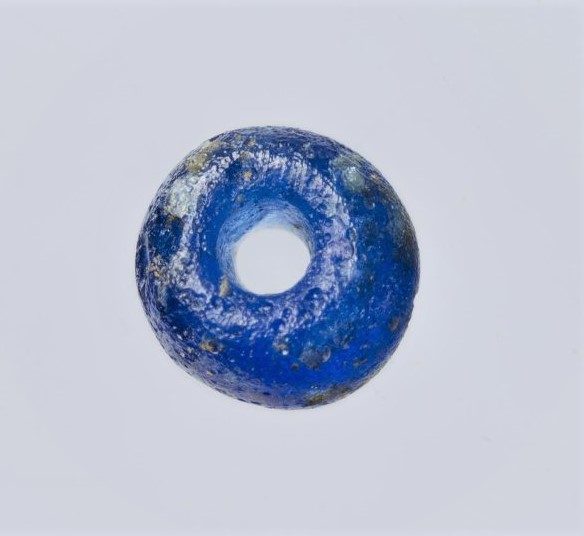 Бусина синего стекла. I - II вв. н.э.