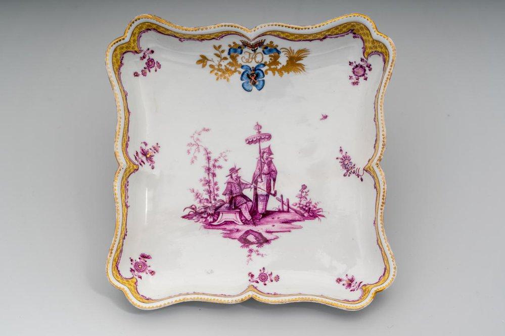 """Лоток квадратный со сценой """"шинуазри"""" Мейсенская фарфоровая мануфактура. 1769-1774"""