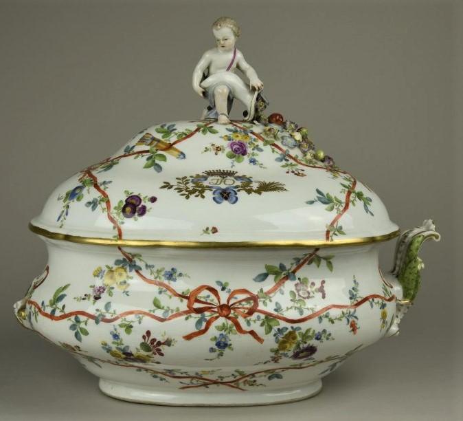 Терина овальная с крышкой. Мейсенская фарфоровая мануфактура. 1769-1774 годы