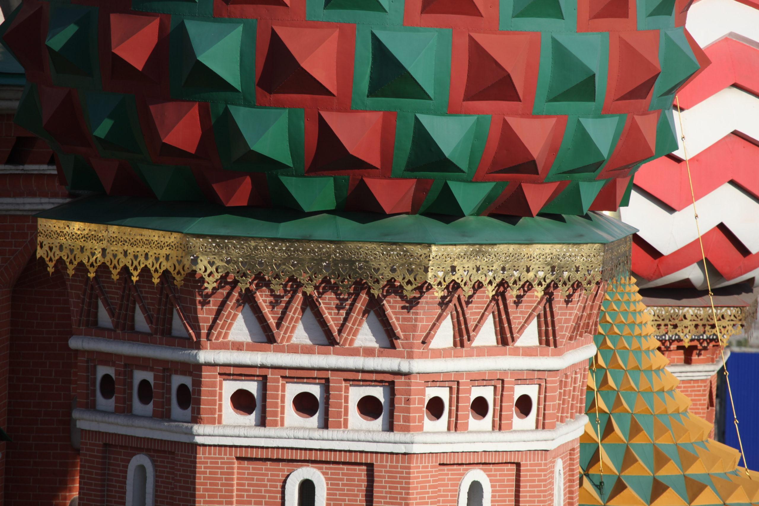 Фасад церкви Входа Господня в Иерусалим. Сосуды на барабане