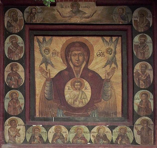 Икона «Богоматерь Знамение» на восточной стене Покровского собора