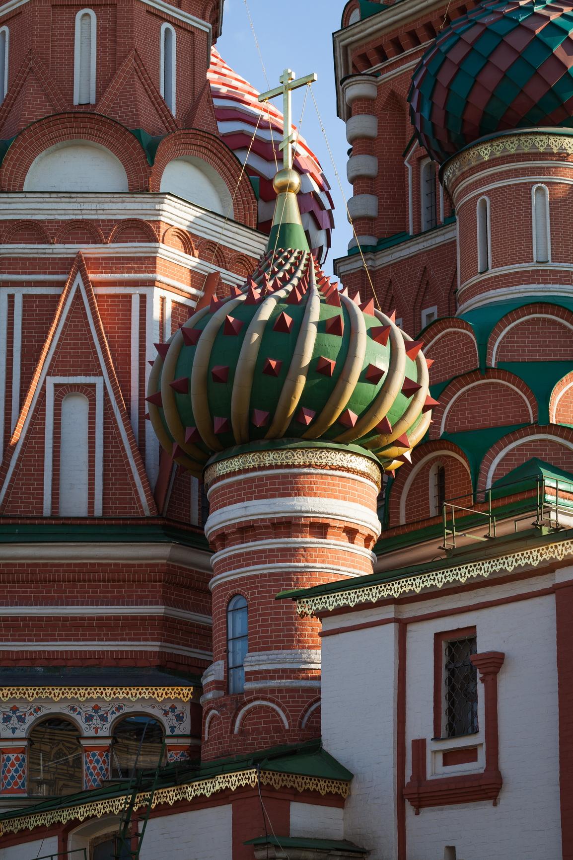 Церковь Василия Блаженного с внешней стороны