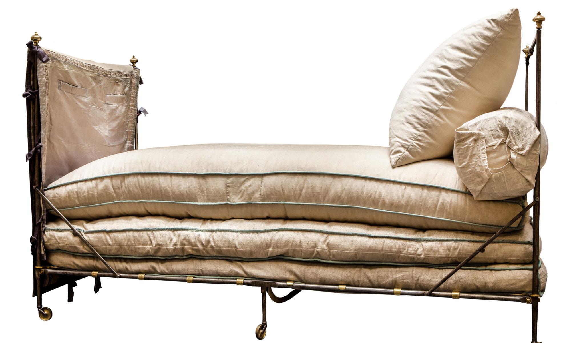 Походная кровать