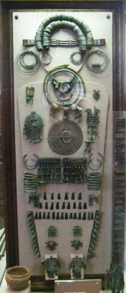 Реконструкция погребения муромки. По материалам Подболотьевского могильника. VIII зал, витрина 1.