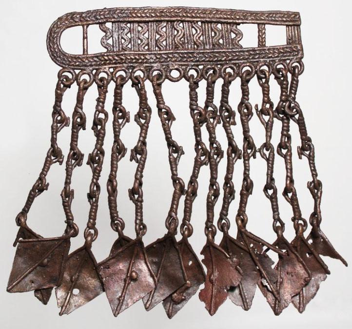 Шумящая ажурная поясная пряжка с ромбовидными «лапками» из погребения 154 Подболотьевского могильника