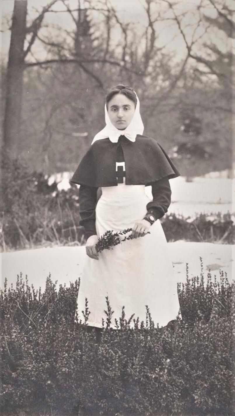 Анна Васильевна- сестра милосердия. 1915 г.
