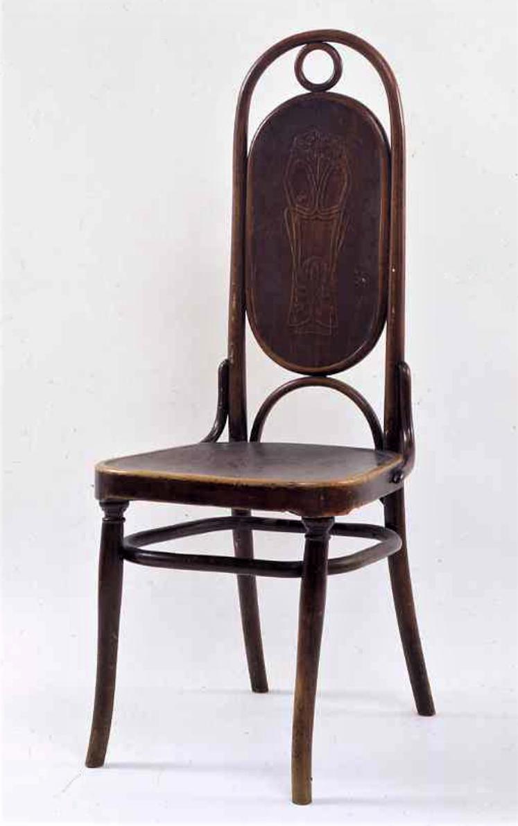 Стул. Начало XX века Поздний вариант модели N17, в котором плетение было заменено фанерой. Форма спинки стула была вдохновлена окнами Хрустального Дворца лондонской всемирной выставки, 1951 года