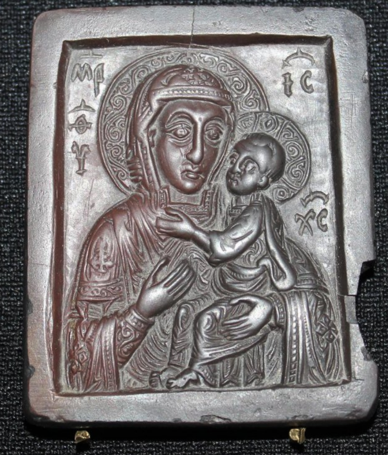 Образок «Богоматерь Умиление» Новгород (?). XIII–XIV вв. Камень; резьба