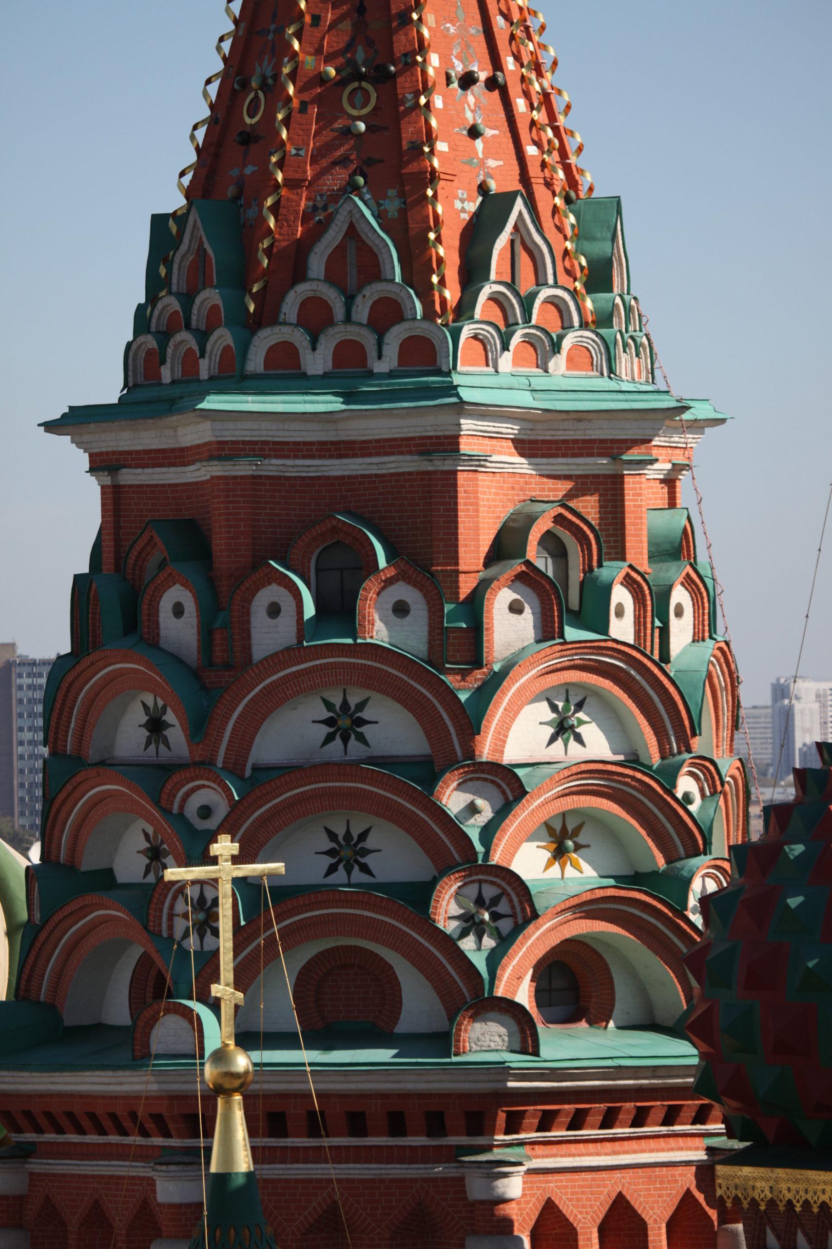 . Изразцы на фасадах центральной церкви