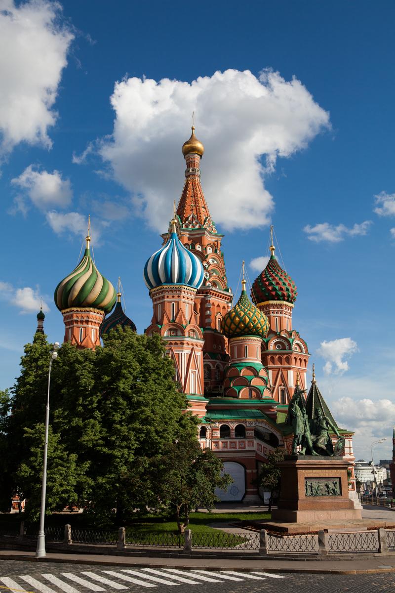 Вид Покровского собора со стороны Красной площади