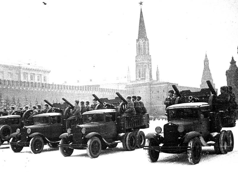 Парад. Фотограф А.В. Устинов. 7 ноября 1941 г.