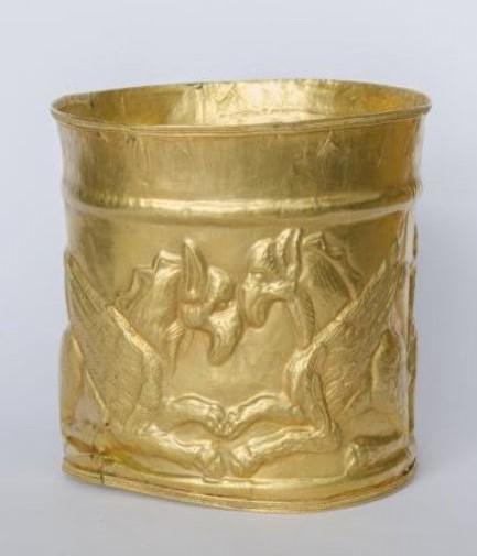 Цилиндрическая оправа от ритона с двумя парами грифонов. II - I вв. до н.э.