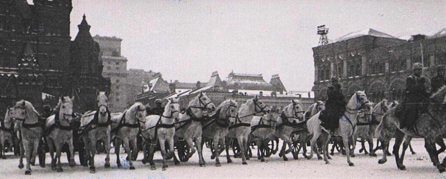 Парад на Красной площади 7 ноября 1941 г. Фотограф Устинов А.В.