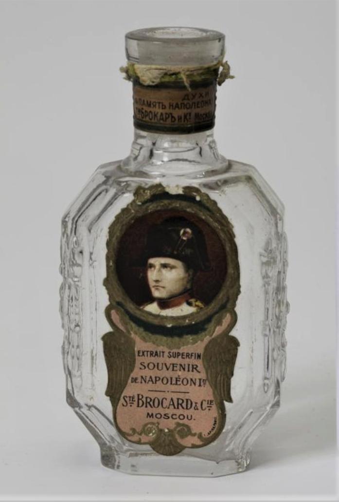 Флакон для духов «В память Наполеона I» («Extrait superfin. Souvenir de Napoleon I-er») Выполнен по заказу фирмы «Брокар и К°», Москва