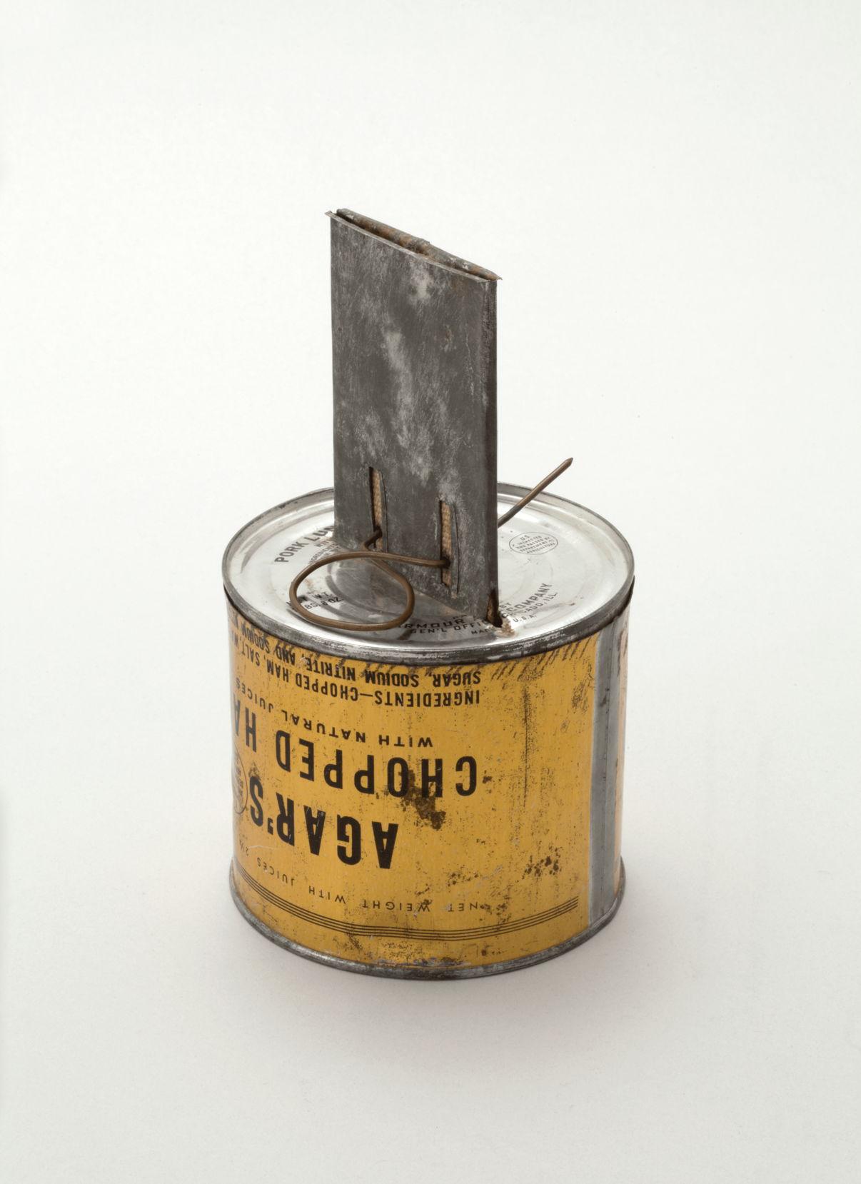 Керосинка, изготовленная из банки из-под тушенки бойцами Красной Армии. 1940-е гг.