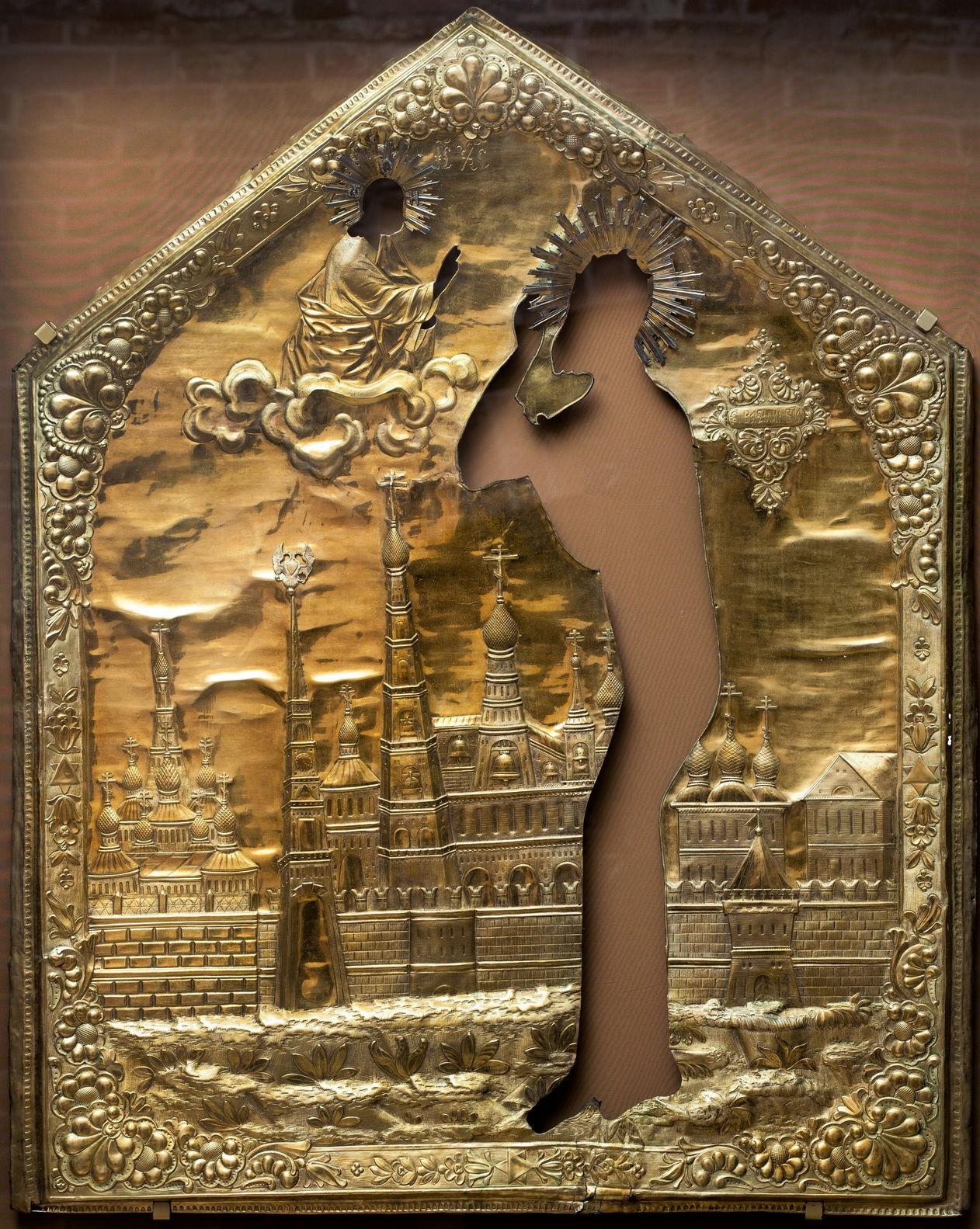 Оклад иконы «Святой Василий Блаженный на фоне Покровского собора». XVIII в.
