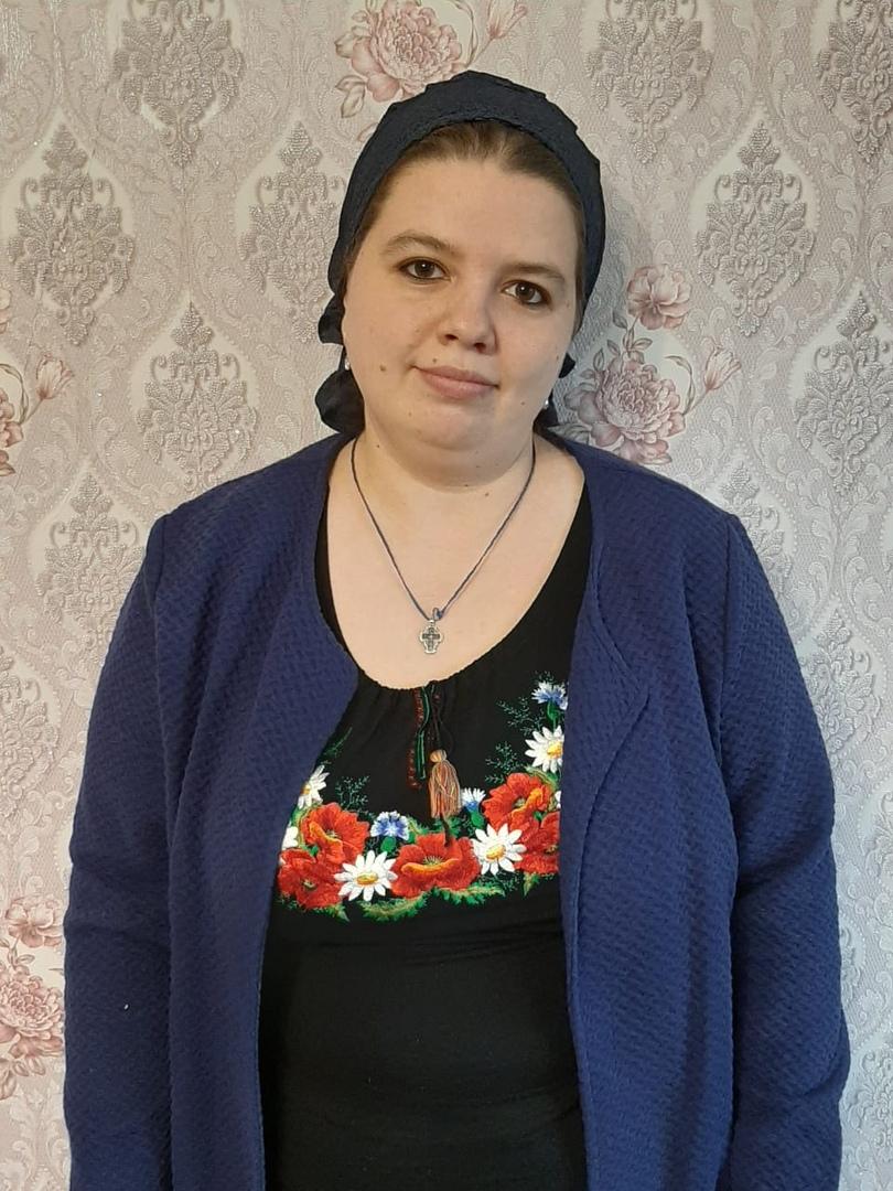 . Песчаненко - научный сотрудник отдела тканей и костюма