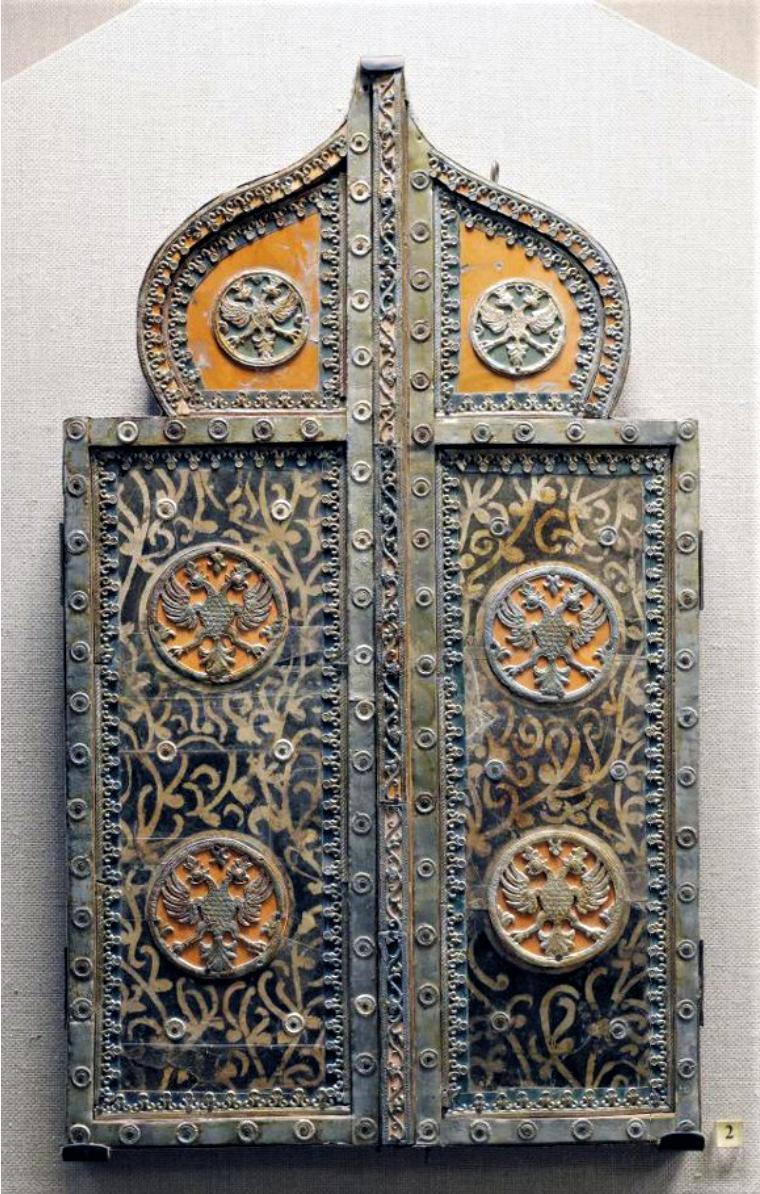 Створки зеркала с накладными двуглавыми орлами оловянного литья. Конец XVII в.