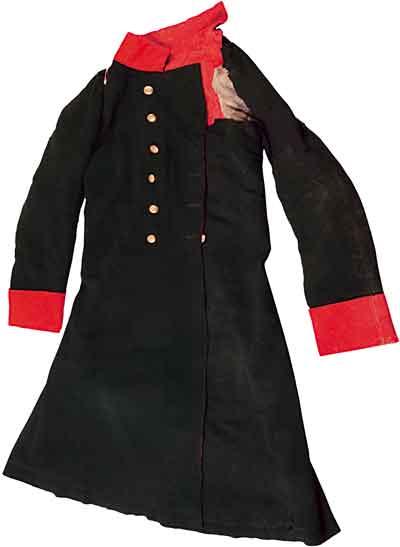 Сюртук генерал-лейтенанта графа А.И.Остермана-Толстого, в котором он был тяжело ранен в сражении при Кульме. Россия. 1813. Сукно, галун, стамед.
