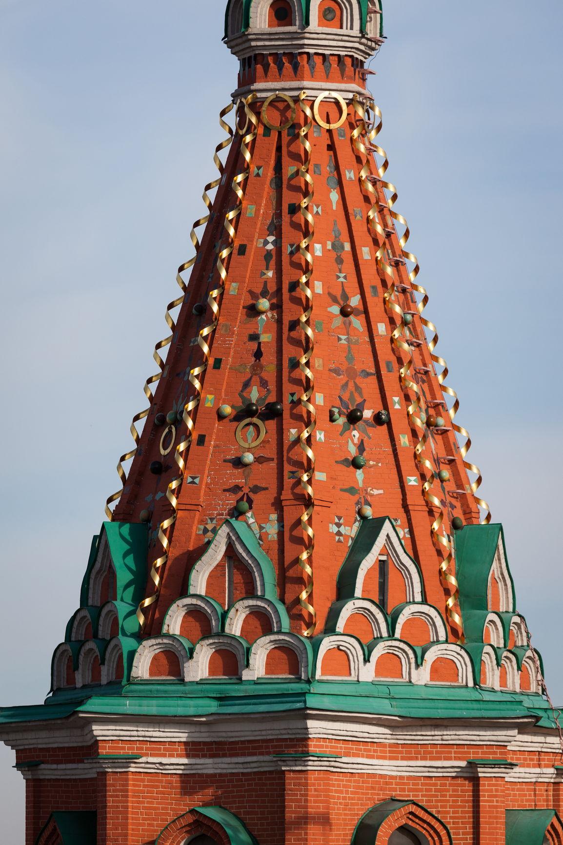 Керамические изразцы на шатре центральной церкви
