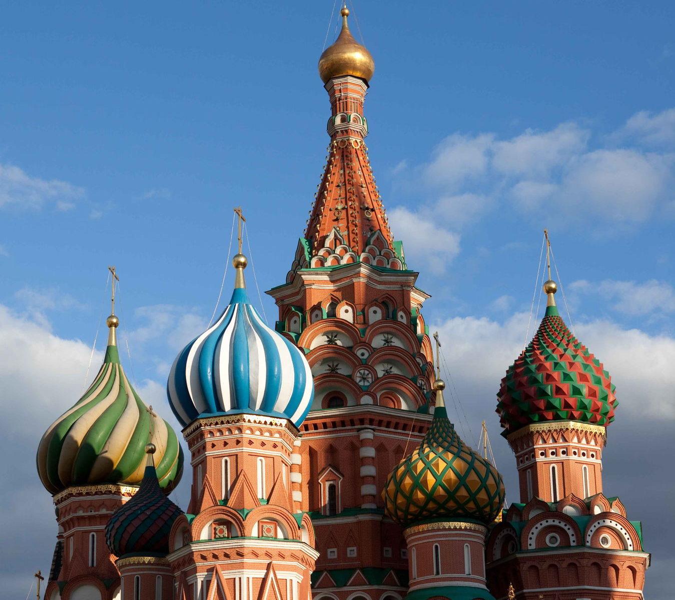 Фасады Покровского собора, покрытые росписью под кирпич