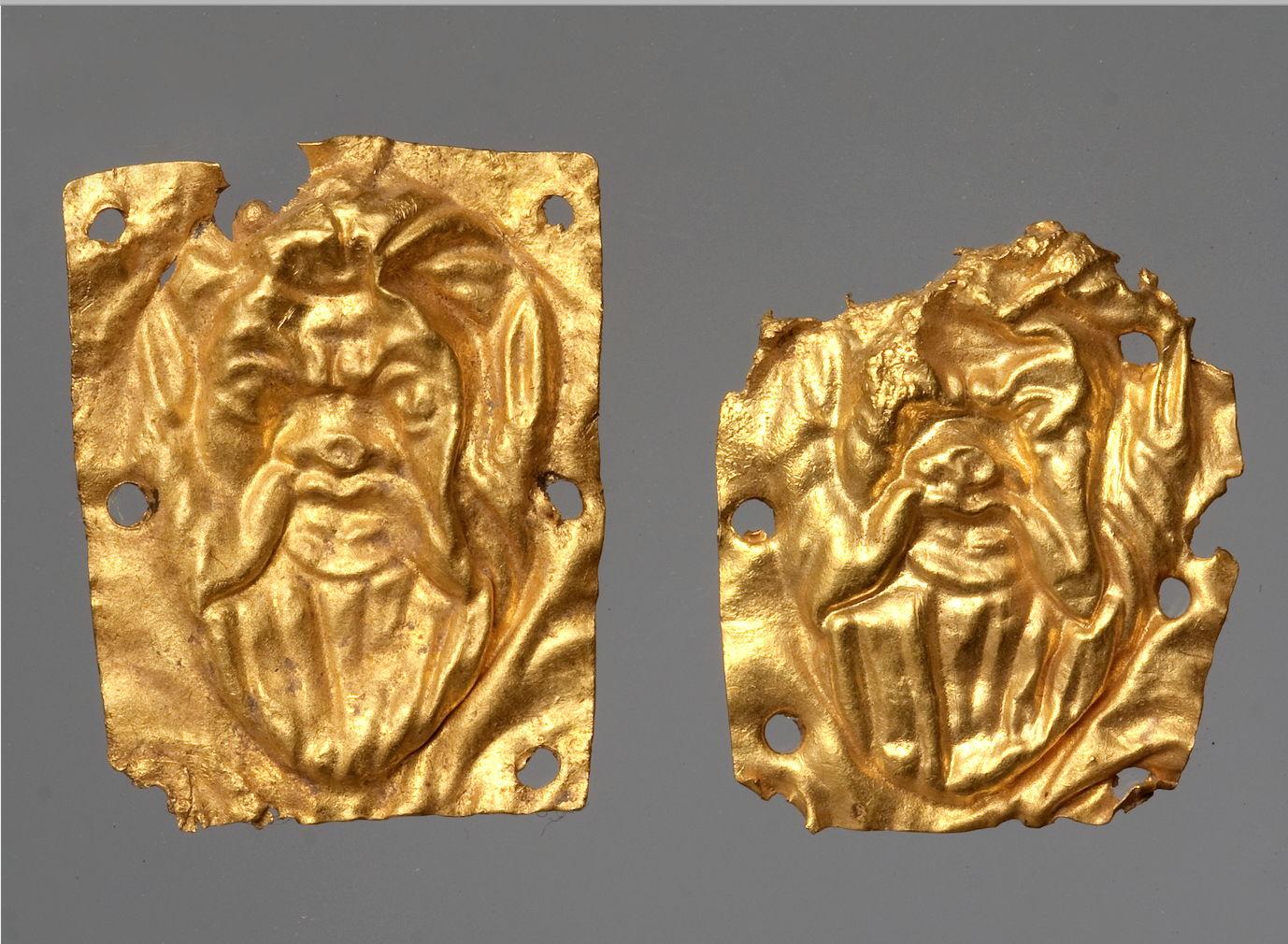 Нашивные золотые бляшки с изображением сатира из Херсонеса. ГИМ. Фото И.А. Седенькова.