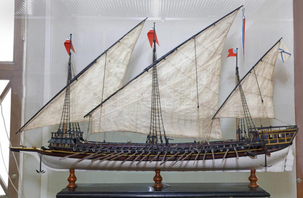 """Модель 25-баночной трехмачтовой галеры """"Двина""""(1721). XVIII в."""