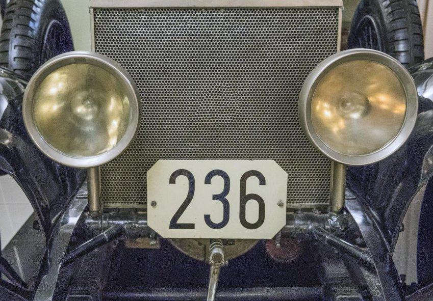Сотовый радиатор автомобиля