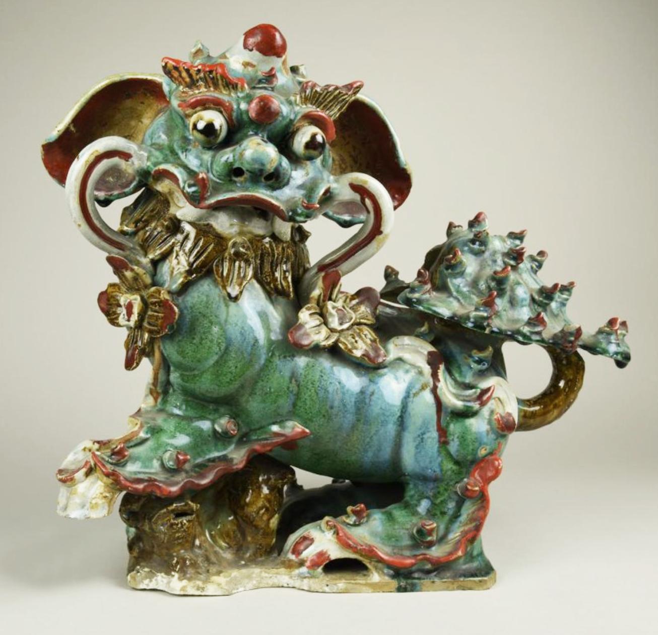 Скульптура парная «Собака Фу с детенышем», символизирующая Инь. XVIII-XIX вв.