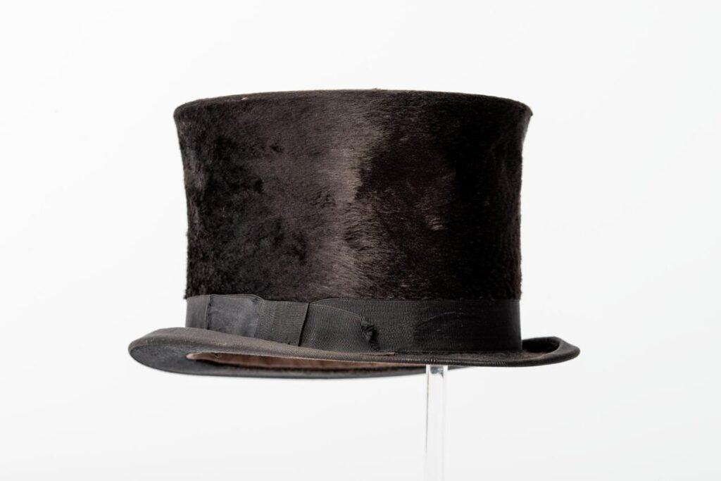 Шляпа-цилиндр дамская для верховой езды. 1870–1880 гг.
