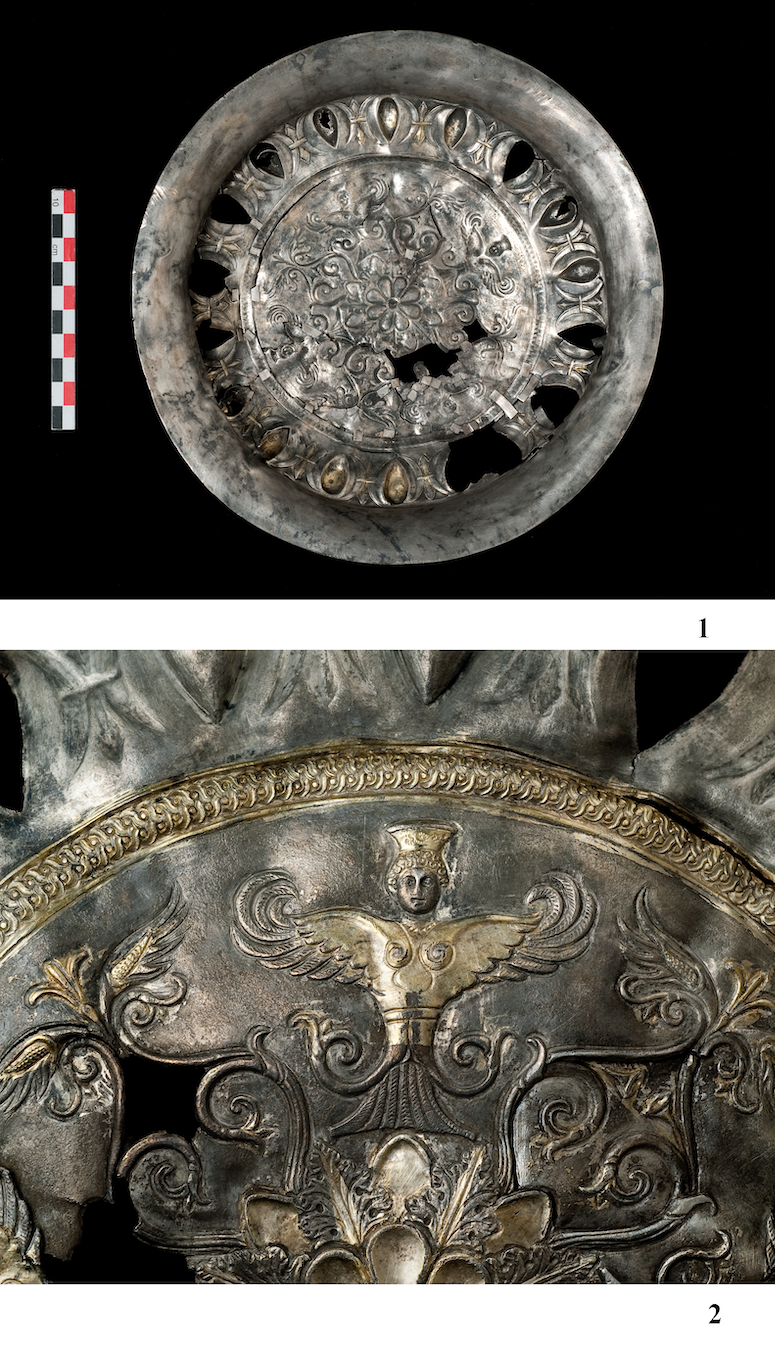 Серебряная тарелка с изображением Rankenfrau. Станица Мариинская, Прикубанье. Случайная находка. ГИМ. Фото И.А. Седенькова.