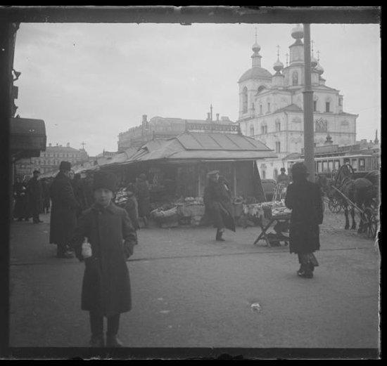Охотный ряд - торговля из палаток. Губарев А.А. Съемка 1913 г.