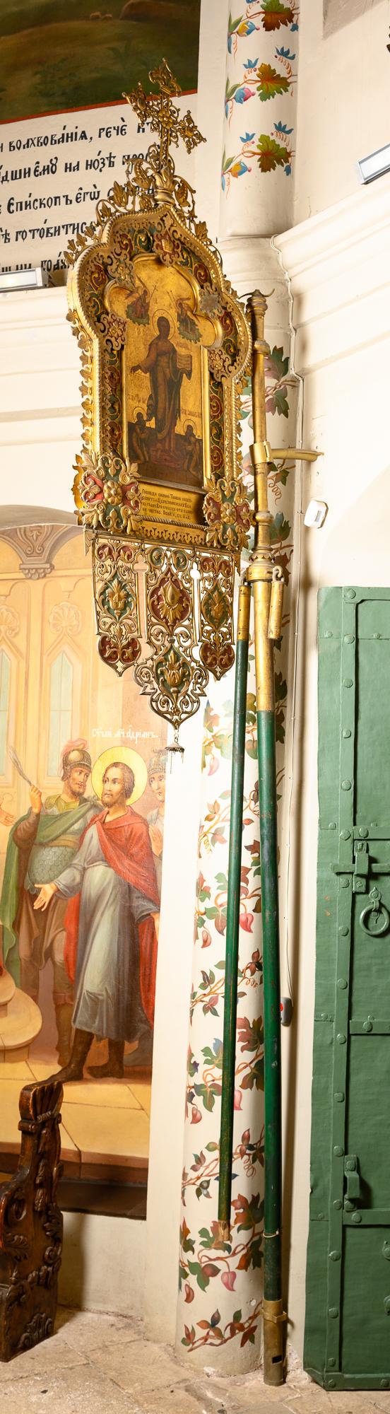 Двусторонняя хоругвь. Конец XIX в. Церковь св. Киприана и Иустины. Медный сплав, эмаль, масло
