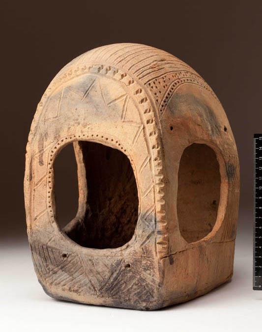 Модель повозки, середина III тыс. до н.э. Россия, Ставропольский край. Арзгирский район, Чограй VIII. Фронтальная часть.