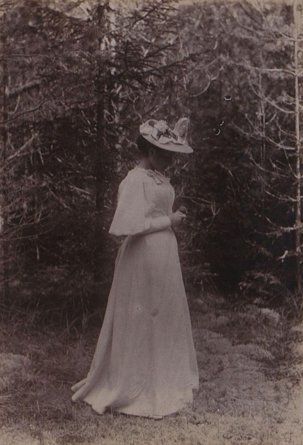 Неизвестная в лесу. 1896 г.