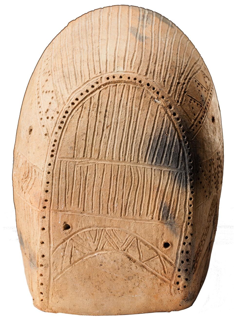 Модель повозки, середина III тыс. до н.э. Россия, Ставропольский край. Арзгирский район, Чограй VIII. Задняя часть.