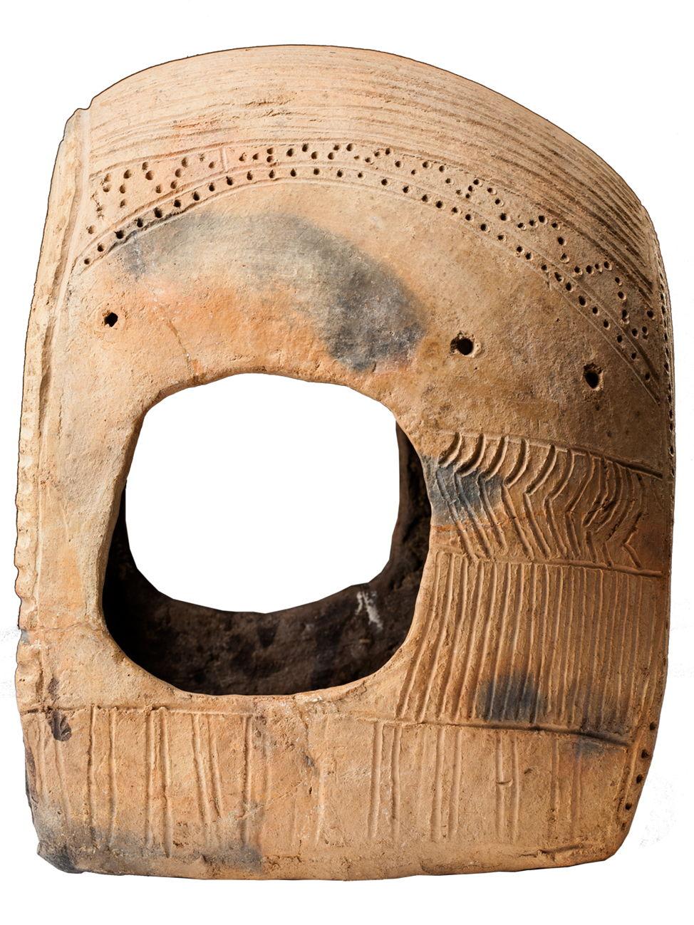 Модель повозки, середина III тыс. до н.э. Россия, Ставропольский край. Арзгирский район, Чограй VIII. Боковая часть.