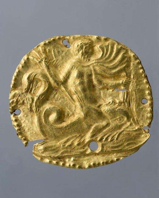 Бляшка с изображением морского божества верхом на дельфине. IV в. до н. э. Российская империя, Таврическая губ., г. Керчь