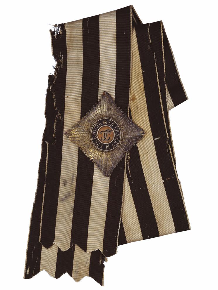 Звезда и лента ордена Св. Георгия. Санкт-Петербург, конец XVIII в. Серебряная нить, ткань, блёстки, картон, муар, шитьё.