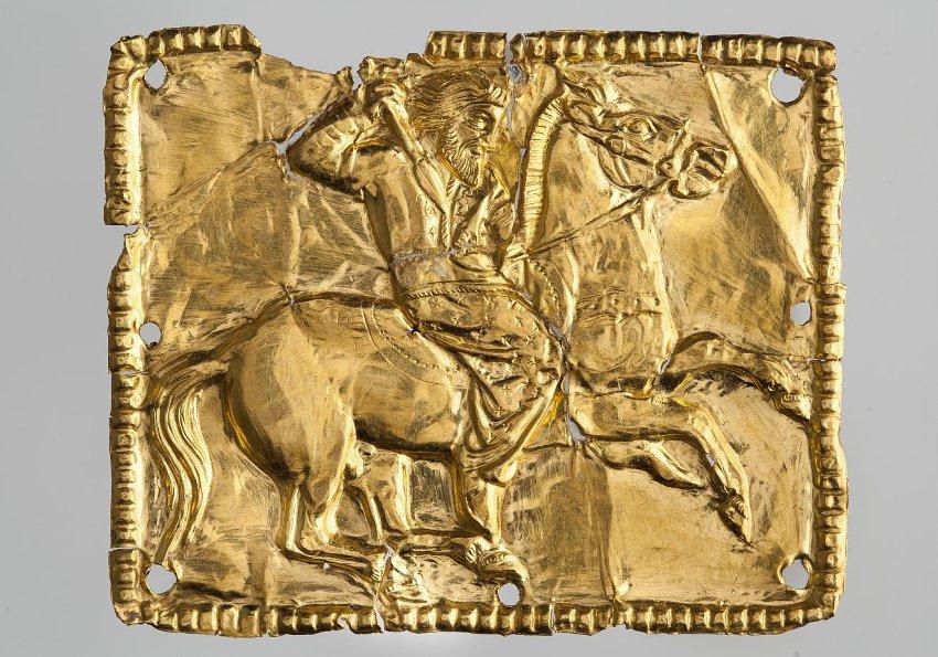 Бляшка нашивная прямоугольная - конный скиф. Около 350 г. до н.э. Куль-Оба курган