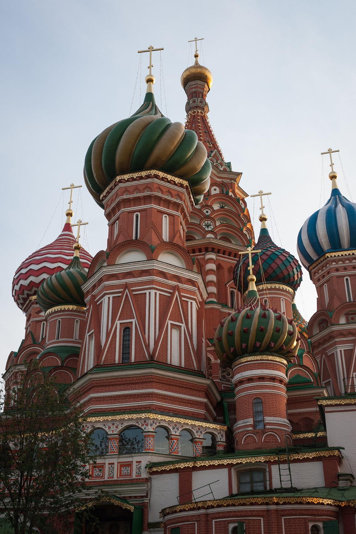 Восточный фасад Покровского собора: в центре находится церковь Святой Живоначальной Троицы