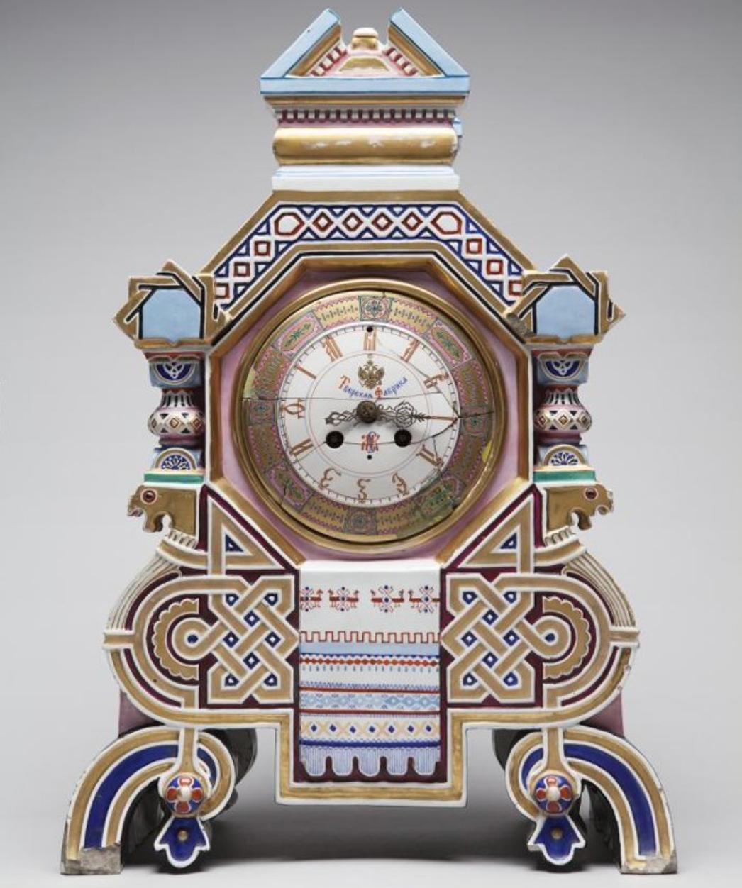 Часы в майоликовом футляре в форме терема. Заводы М.С. Кузнецова. 1872-1882 гг.