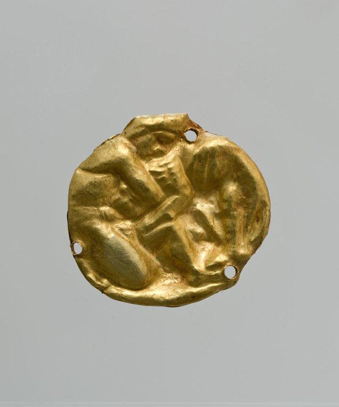Бляшка круглая с изображением борьбы Геракла с Немейским львом. около 350 г. до н. э. Российская империя, Таврическая губ., г. Керчь