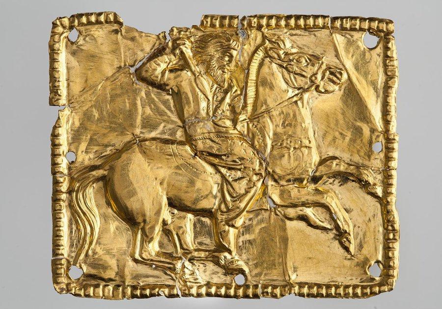 Бляшка нашивная прямоугольная - конный скиф. Около 350 г. до н.э.